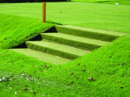 artificial grass to cover steps on golf course