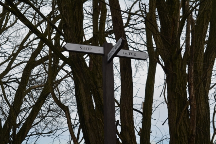 directional finger post for golf course