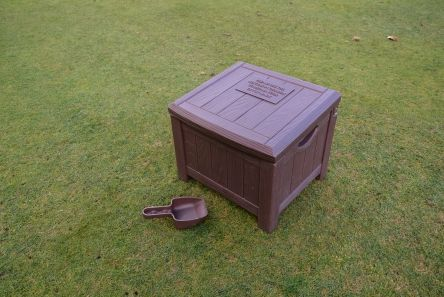grain effect plastic brown divot mix box with scoop