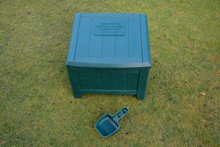 grain effect plastic green divot mix box with scoop