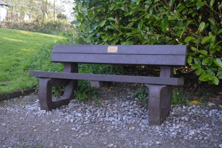 memorial seat in recycled plastic