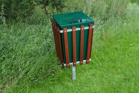 sq wood slatted litter bin with center leg and liner with lid