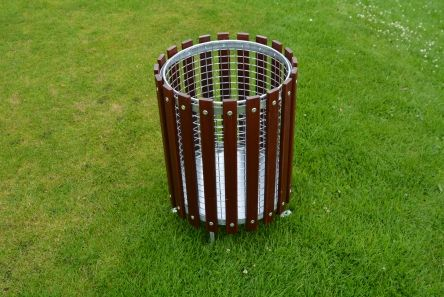 wooden litter bin with galvanised mesh liner